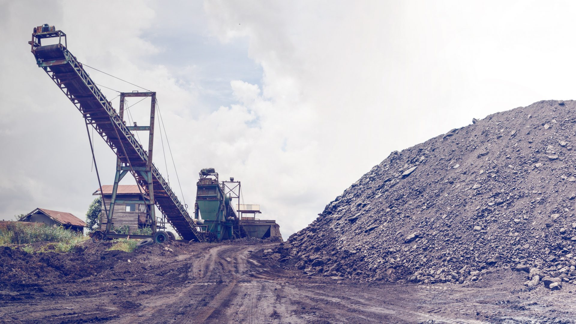 cropped-brown-coal-coal-mining-construction-1009928-1.jpg